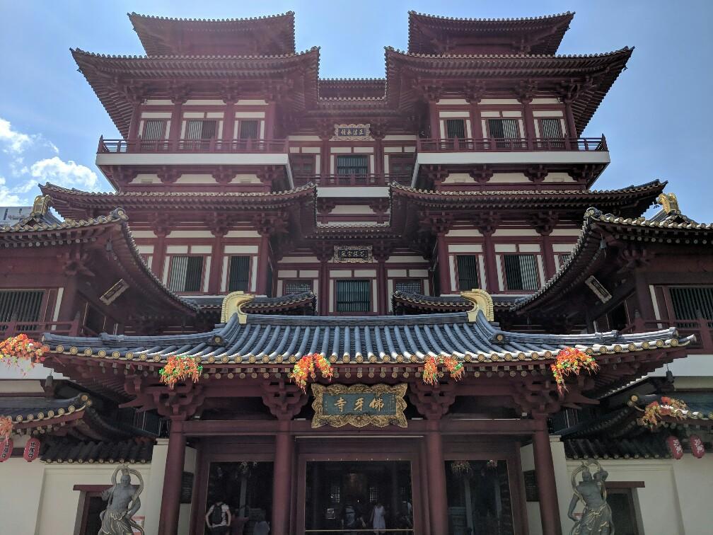 Facade du temple de Bouddha tooth relic à Singapour