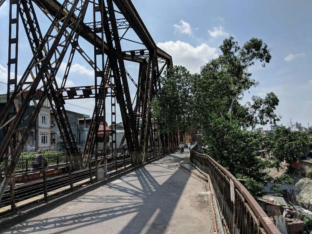 Vue sur le pont de Long Bien à Hanoi