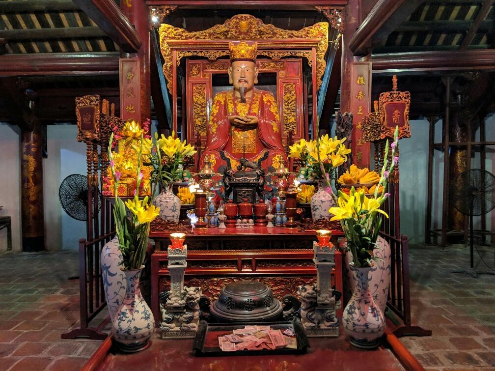 Statue de Confucius au Temple de la Littérature à Hanoi
