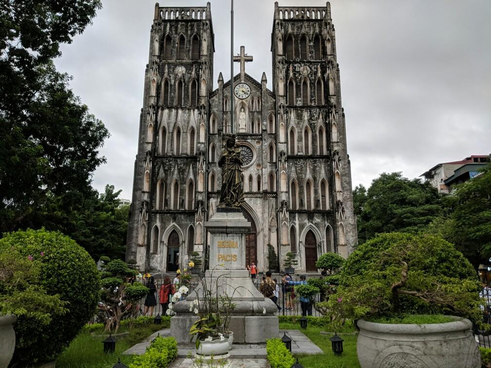 Façade de la Cathédrale St Joseph à Hanoi
