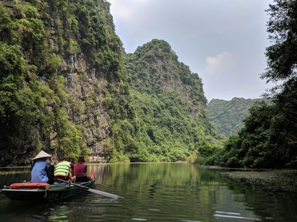 Vue depuis une barque à Trang Anh au Vietnam