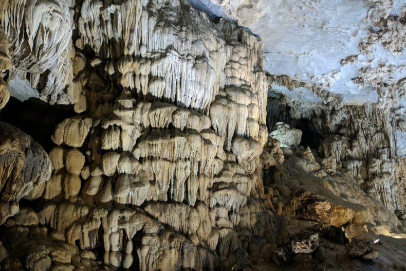 Stalactites à Paradise Cave Vietnam