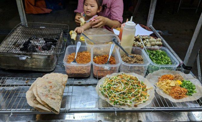 Pizza vietnamienne au marché de nuit de Hoi An