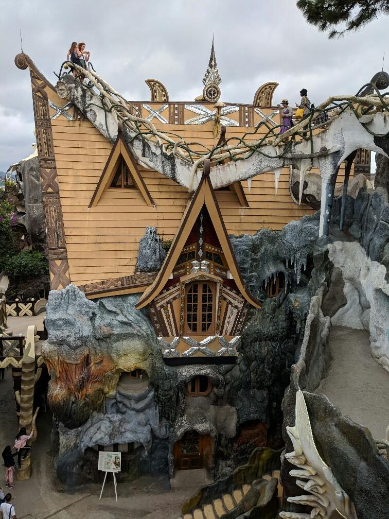 vue sur un toit de la maison folle de Da Lat