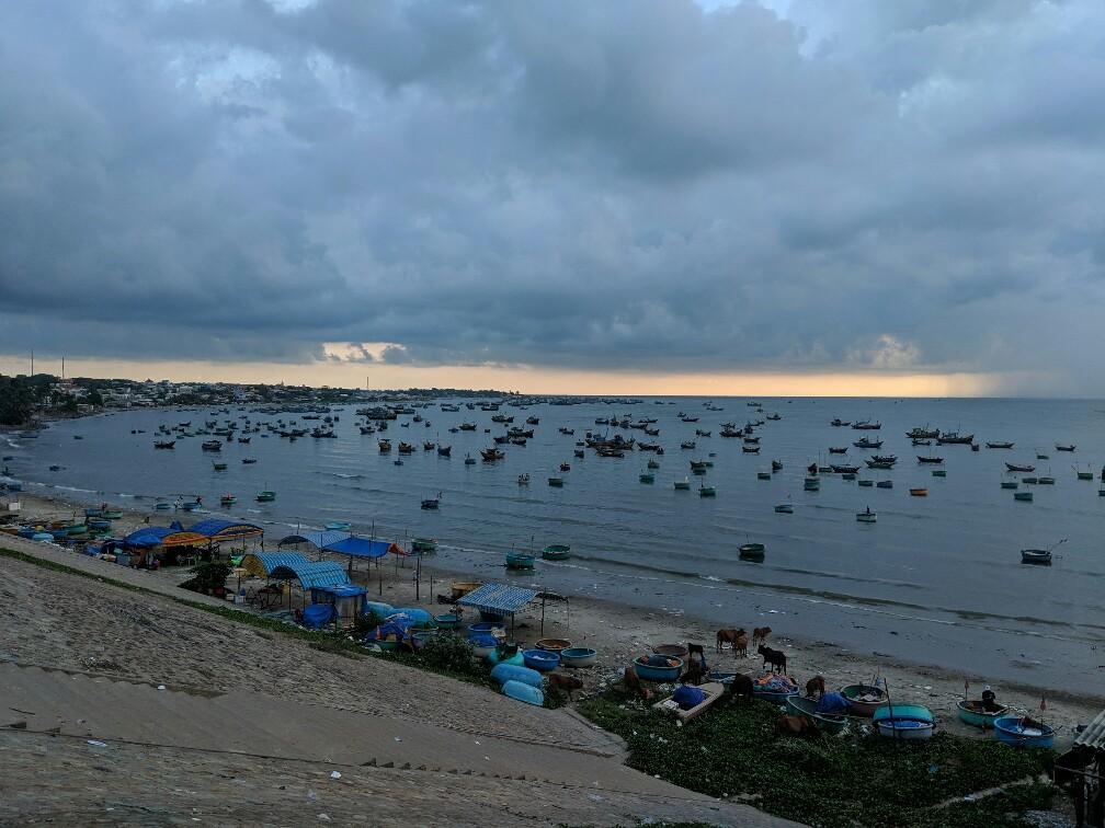 Bateaux de pêche dans la crique de Mui Ne