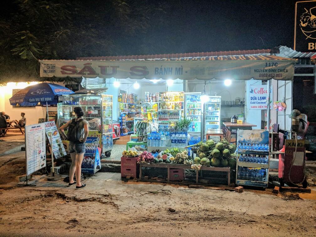 """Vue le magasin tenu par """"Mamy Banh Mi"""" près de Mui Ne"""