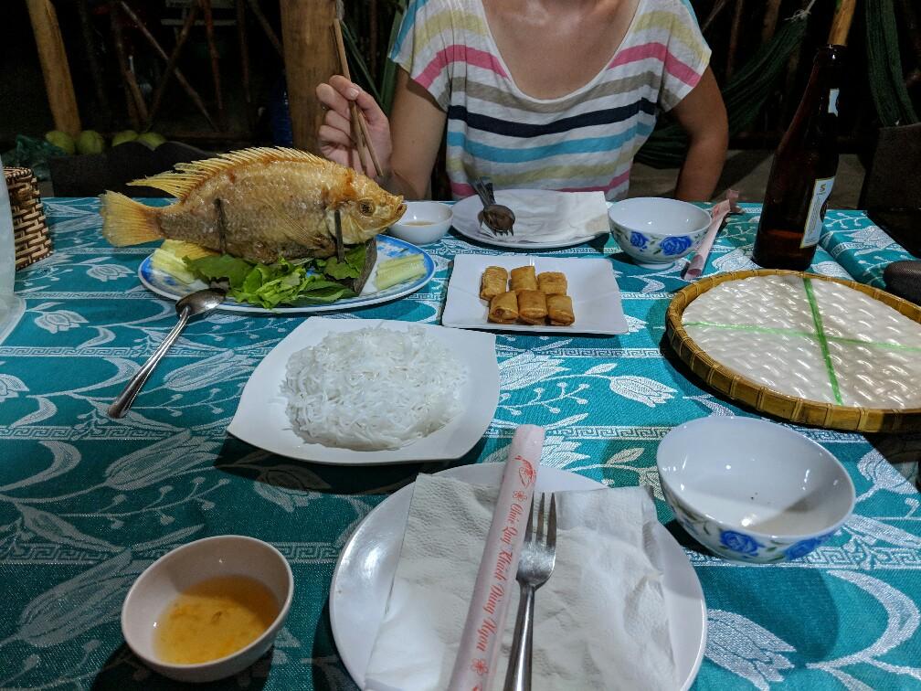 Diner de poisson fris et nems à Anh Binh
