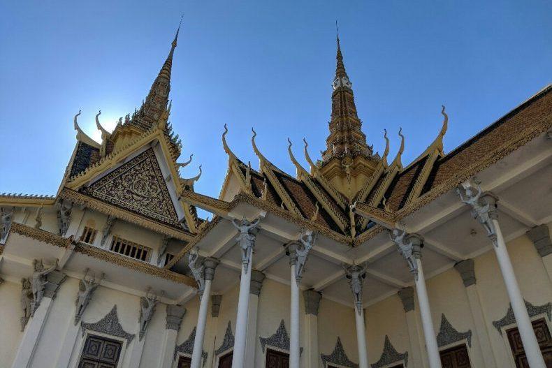 Toits du Palais Royal de Phnom Penh au Cambodge
