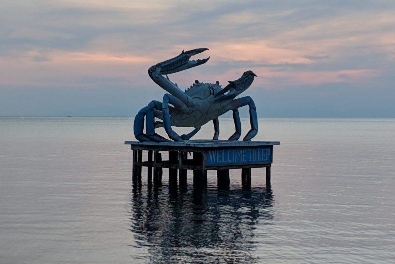 Statue du crabe de Kep au coucher de soleil