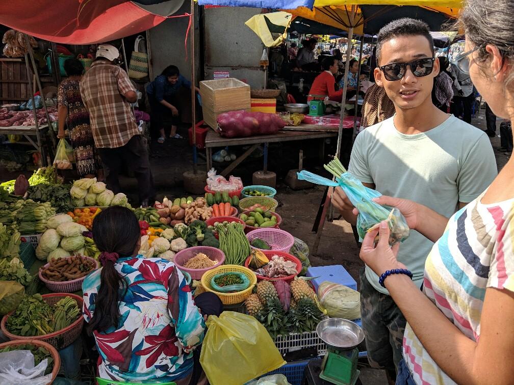 Explication au marché de Battambang