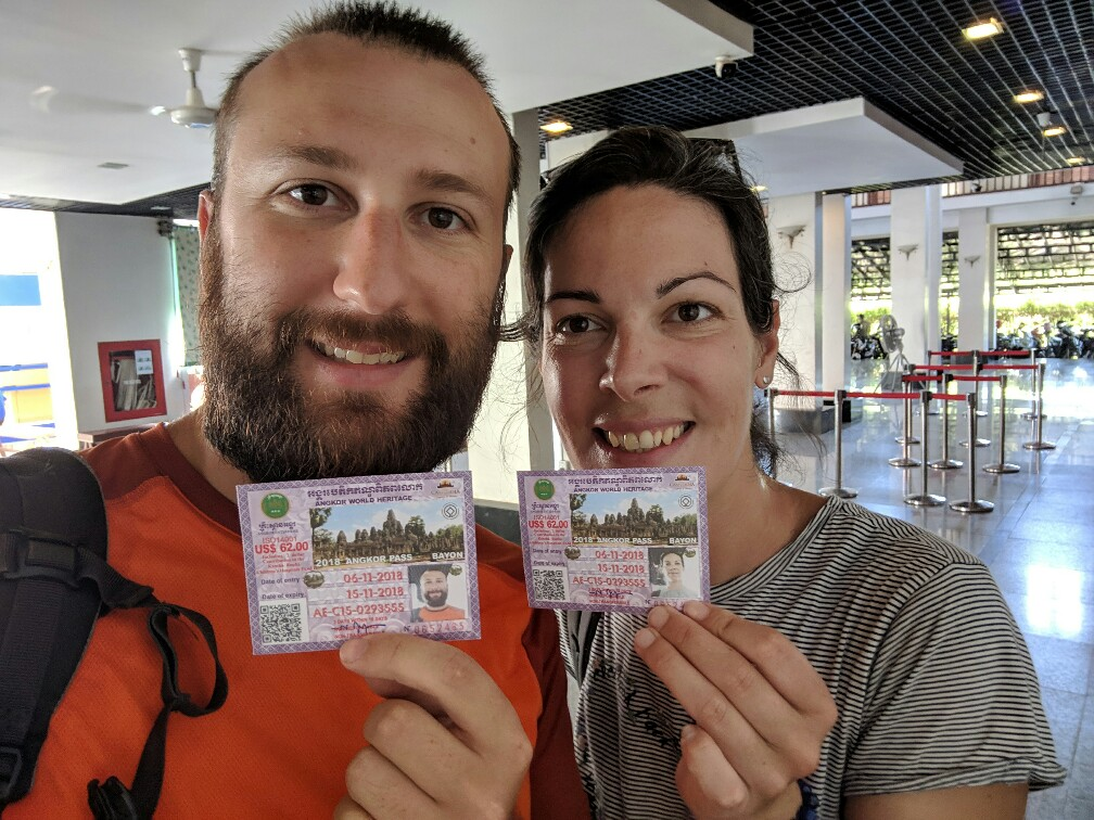 Photo selfie avec les pass d'entrée pour les temples d'Angkor, Cambodge