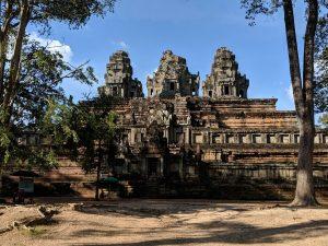 Vue éloignée du temple de Ta Keo, Cambodge