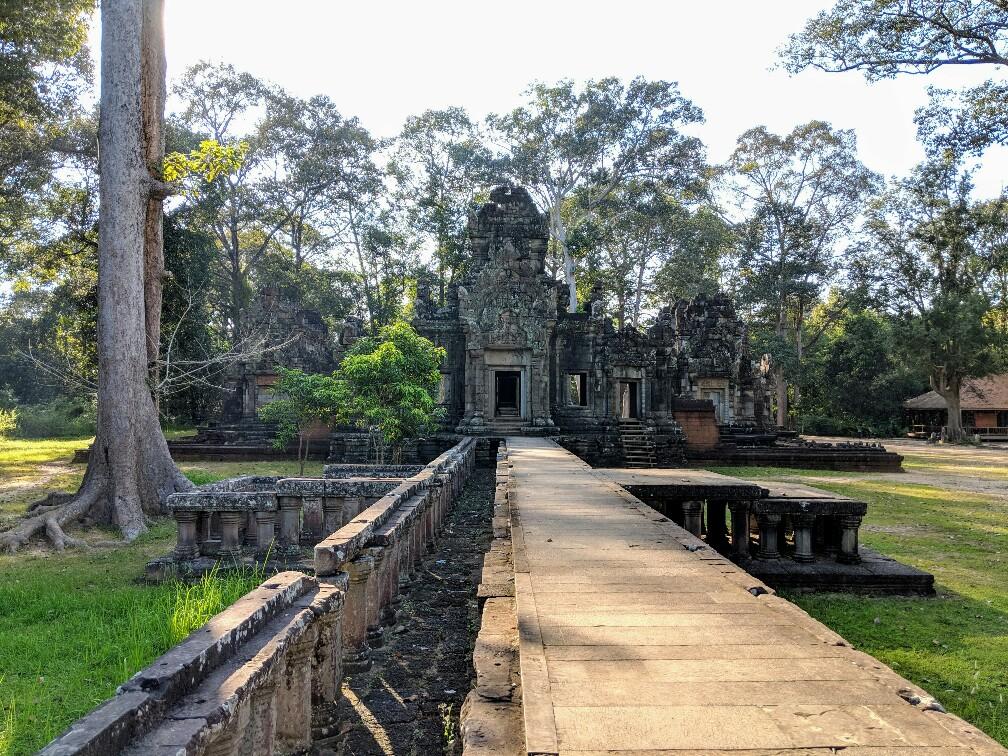 Allée vers le temple de Chau Say Thevada, Cambodge