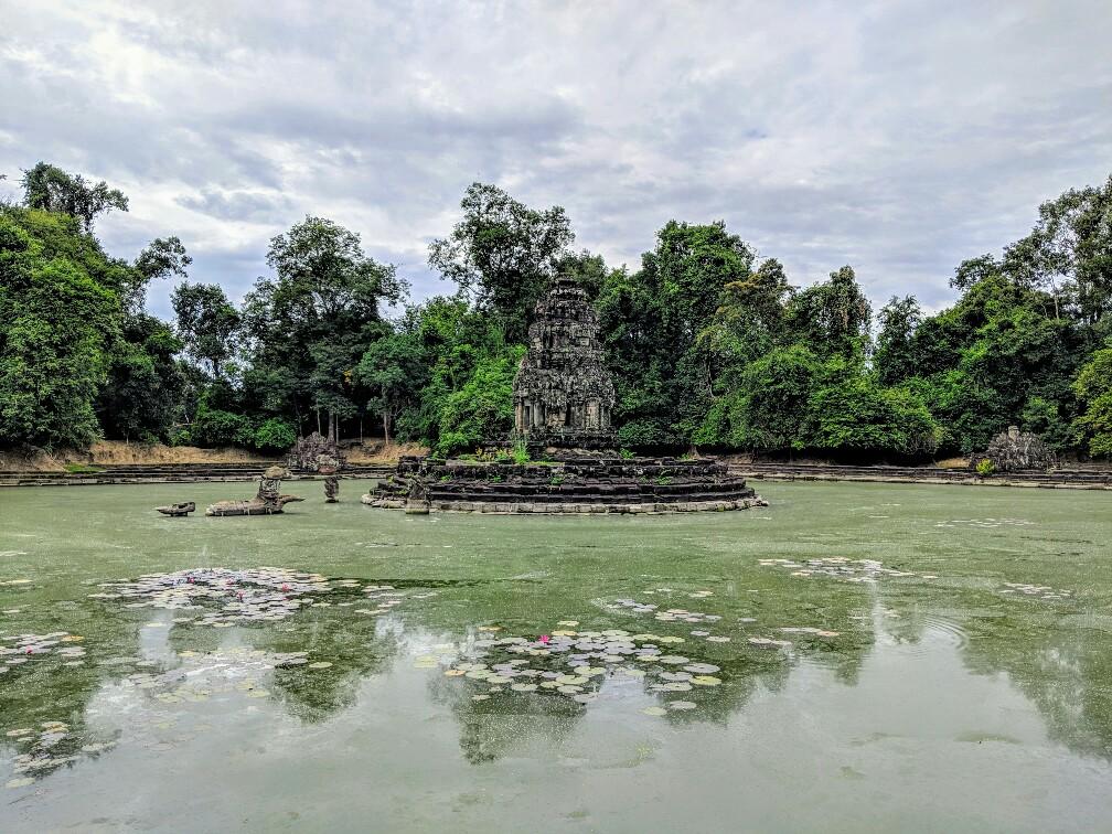 Temple de Neak Pean au milieu de son étang, Cambodge