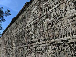 Frise du temple du Bayon illustrant des scènes de bataille, Cambodge