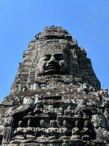 Têtes de Bouddha au sommet d'une tour du temple du Bayon, Cambodge