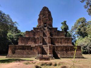 Salomé au sommet du temple de Baksei Chamkrong, Cambodge