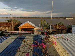Vue depuis la terrasse de Phalla Riverside à Kampong Cham, Cambodge