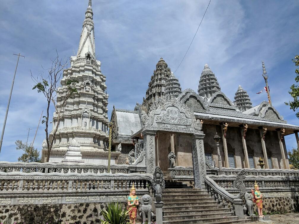 Temple au sommet de Phnom Pros près de Kampong Cham, Cambodge