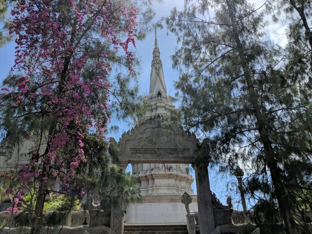 Porte vers le temple de Phnom Pros près Kampong Cham, Cambodge