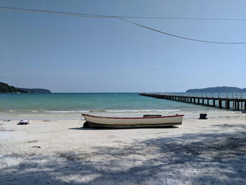 Bateau sur la plage de Saracen Bay, Cambodge