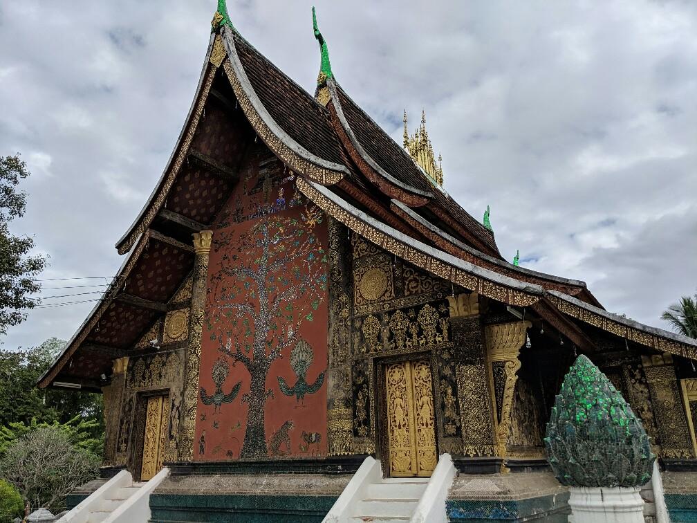 Vue sur la mosaïque du Temple d'Or à Luang Prabang, Laos