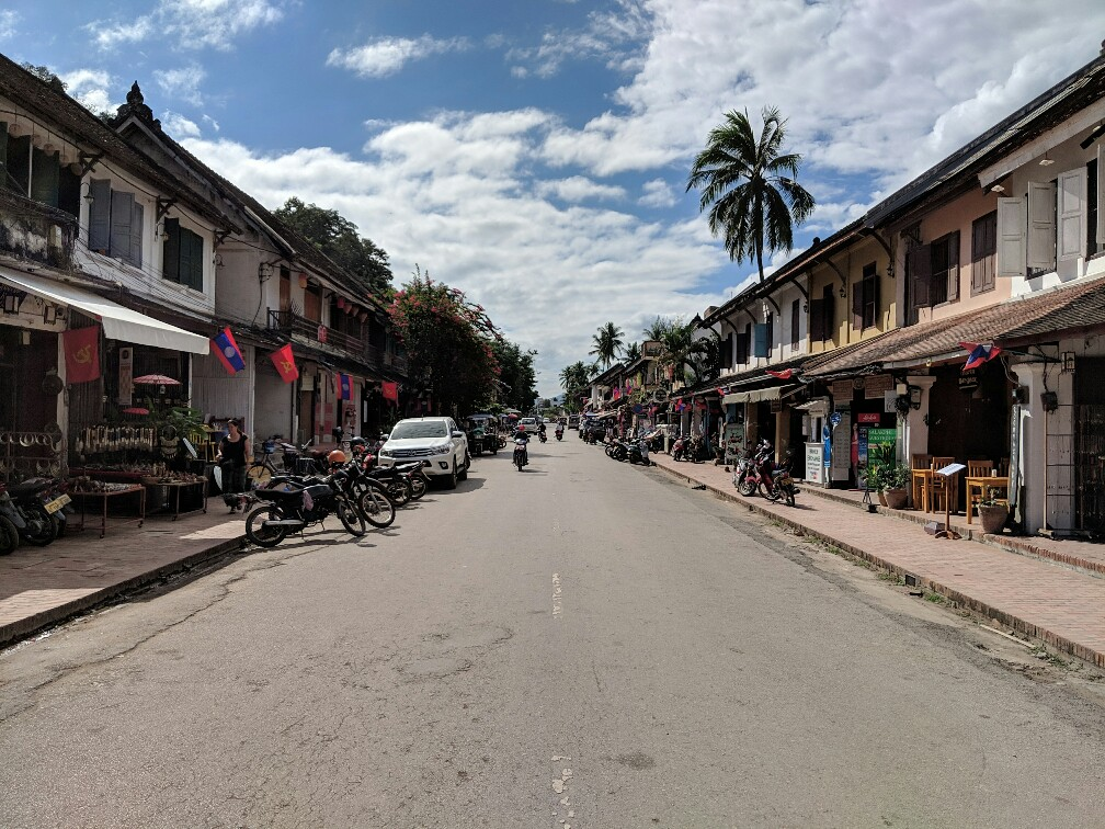 Une avenue de Luang Prabang, Laos