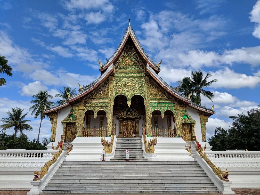 Vue de face sur le temple de Ha Pha Bang à Luang Prabang, Laos