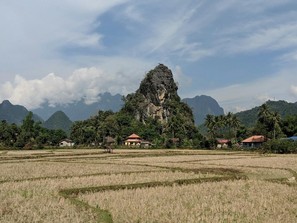 Pique karstique dans la campagne près de Vang Vien, Laos