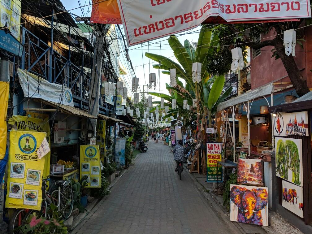 Rue coquette de Chiang Mai, Thailande