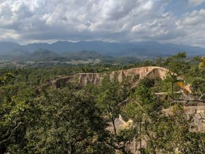 Panorama de crêtes au canyon de Pai, Thailande