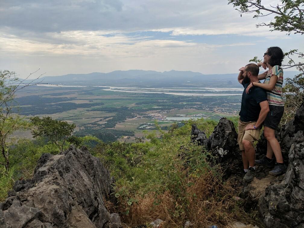 Vue sur Hpa-An depuis le mont Zwegabin