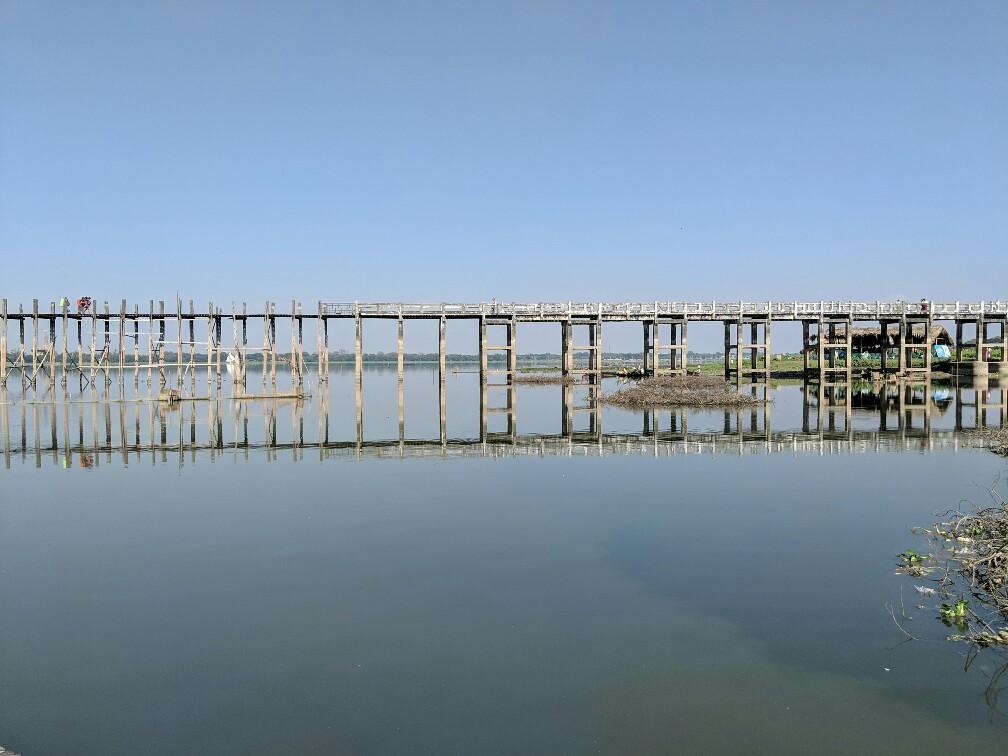 Vue de coté du pont U Bein, Mandalay, Birmanie