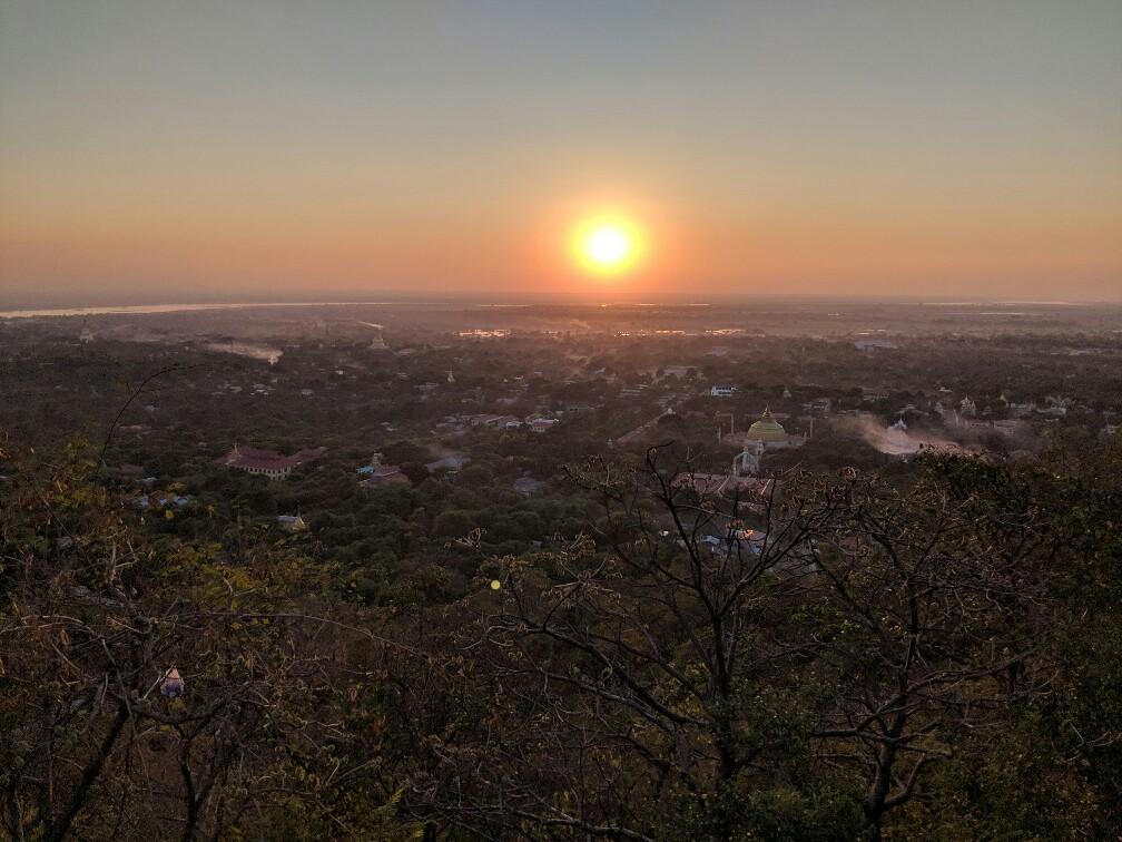 Coucher de soleil sur Sagaing, Birmanie
