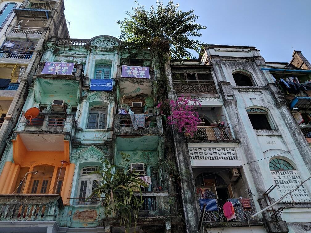 Batiment colonial à Yangon visiblement pas entretenu