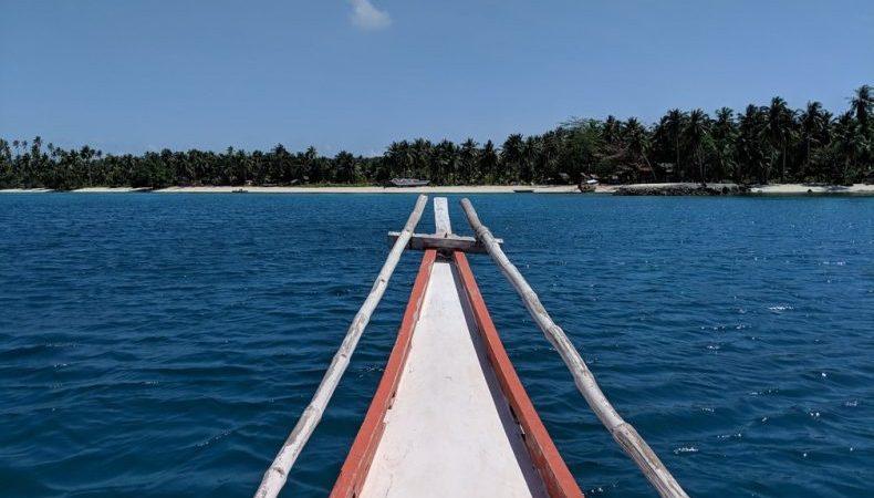 Proue du bateau devant l'ile de Balabac