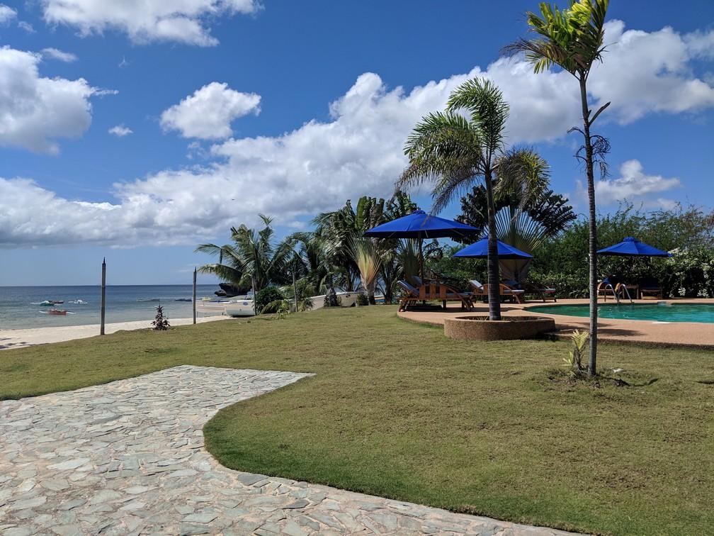 Piscine du Salamangka Resort avec la mer à proximité