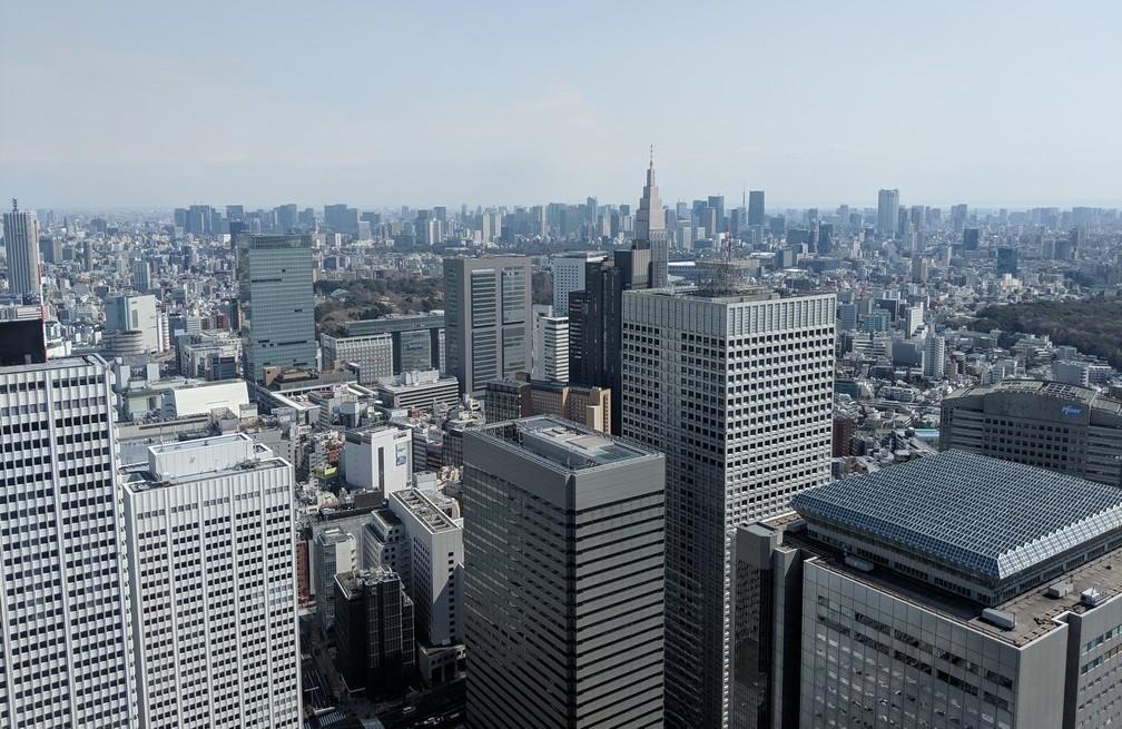 Vue de jour sur la ville de Tokyo depuis sa mairie, des grattes-ciel partout