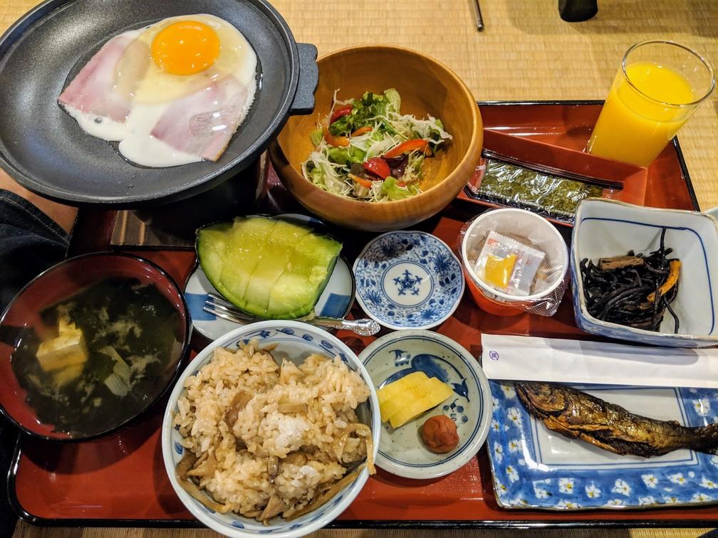 Petit déjeuner typiquement japonnais servi dans un ryokan près de Nikko