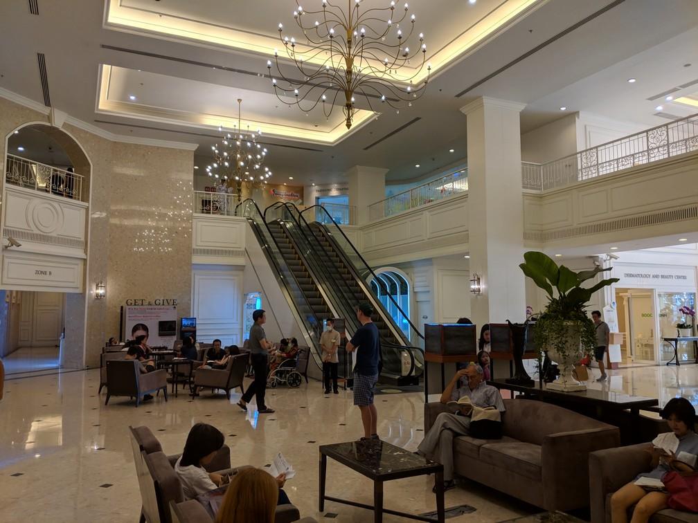 Lobby du luxueux BNH hopital de Bangkok