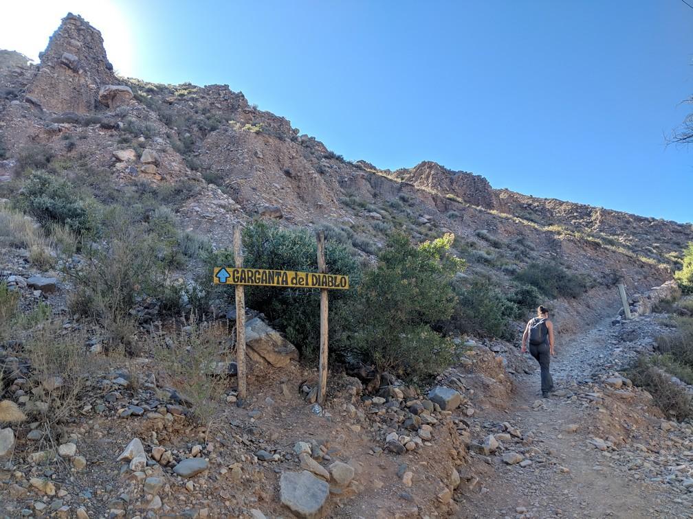 Sentier vers la Garganta del Diablo à Purmamarca en Argentine