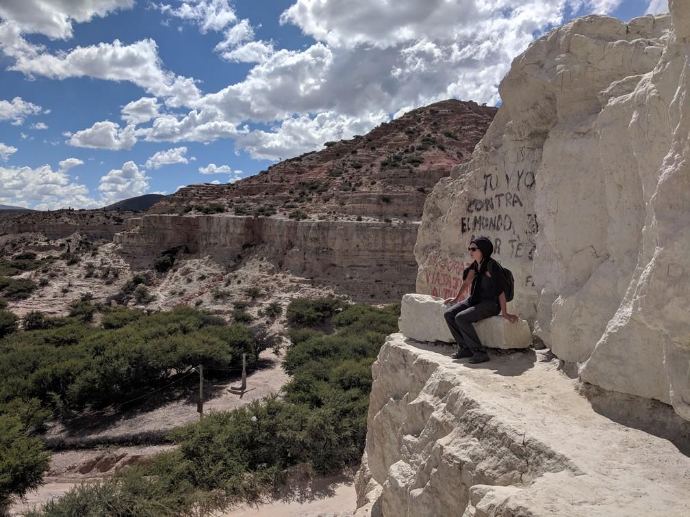 Pierres blanches sur le site Peña Blanca sur la boucle nord de Salta