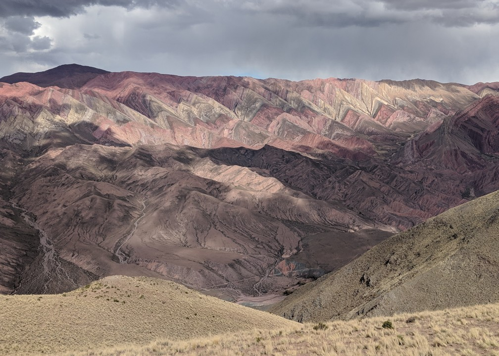 La montagne aux 14 couleurs à la Serrenia de Hornocal