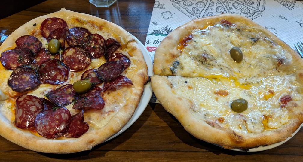2 Pizzas au fromage et au salami à Los Immigrantes à Mendoza