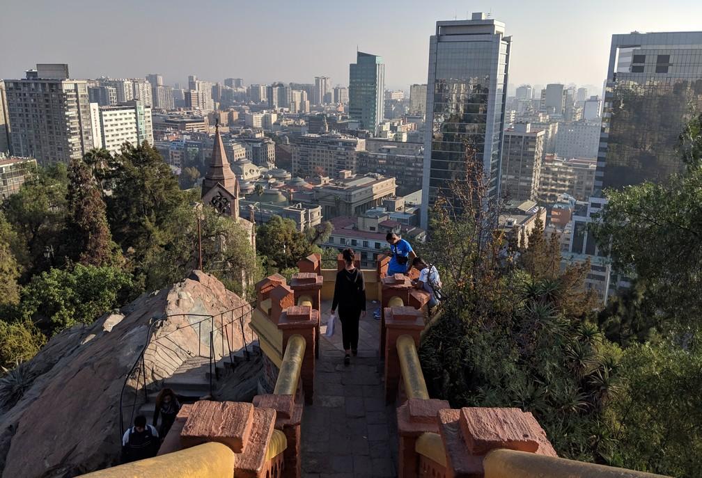 vue sur la ville de Santiago du Chili depuis la colline de Santa Lucia
