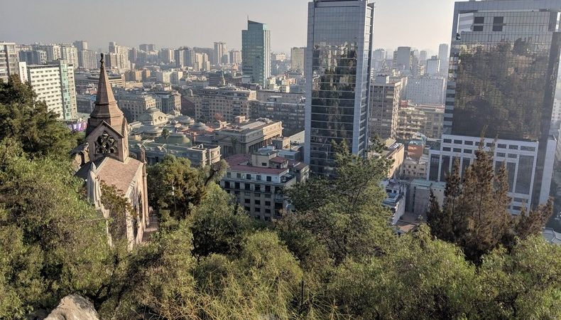 Vue sur la ville de Santiago depuis la colline de Santa Lucia