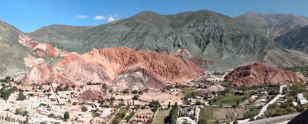 Vue sur la montagne des 7 couleurs sur la boucle nord de Salta en Argentine