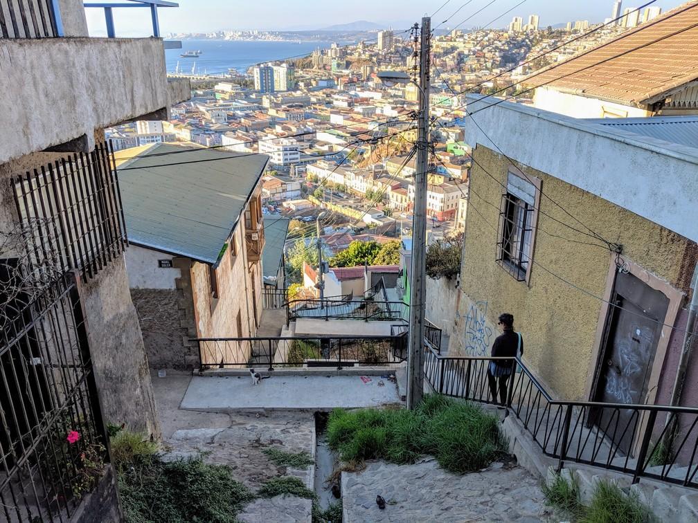 Salomé descend vers la baie de Valparaiso