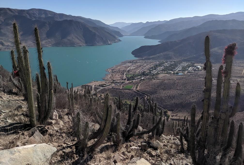 Lac et village de Gualliguaica vu d'en hauteur