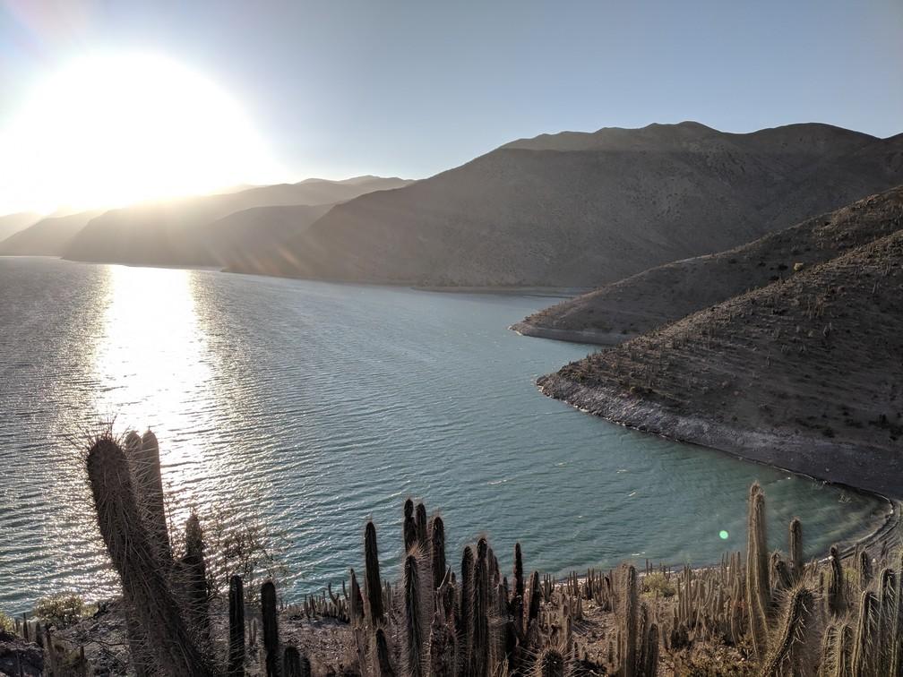 Lac de Gualliguaica vu de l'autre côté de la montagne à côté du village